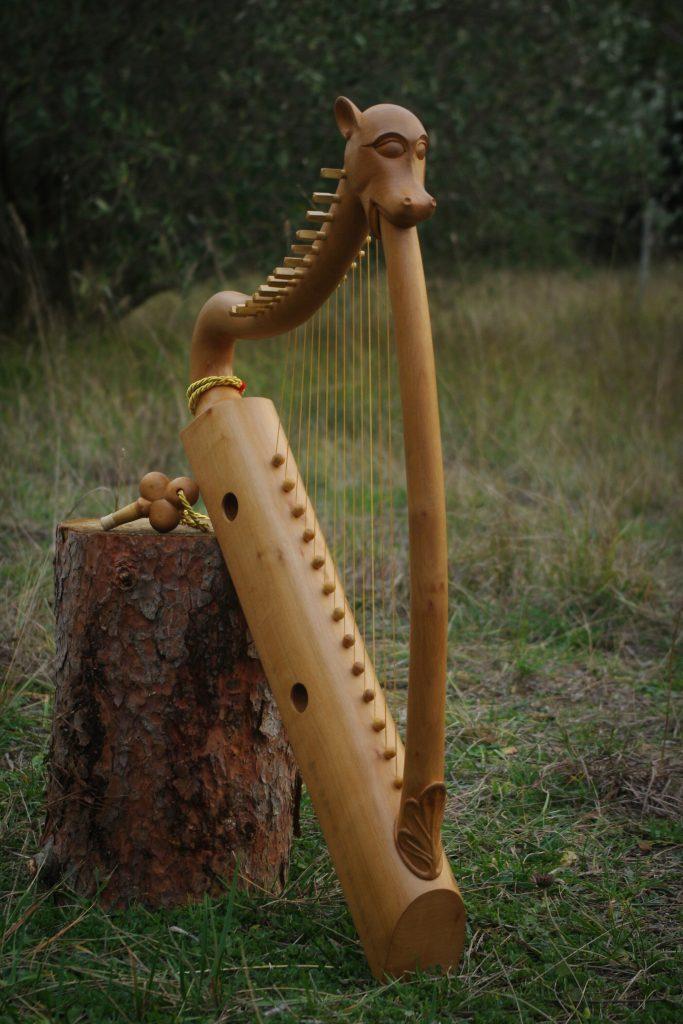 harpe du sceau de Guilhem VIII reconstituée par Yves d'Arcizas et les étudiants.